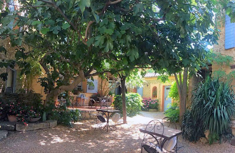 chambre d'hôtes avec cour intérieur et fontaine